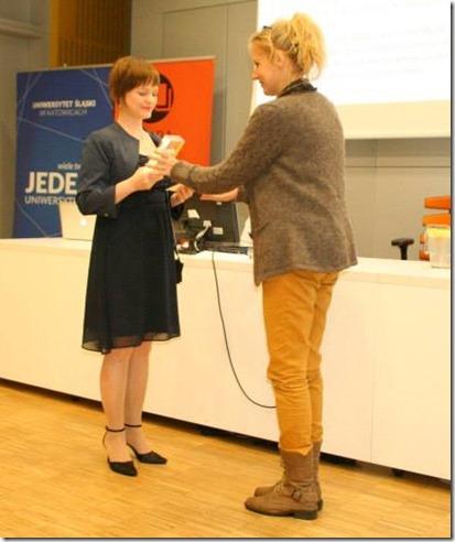 Anna Tabisz odbiera nagrode za najlepszy poradnik 2013